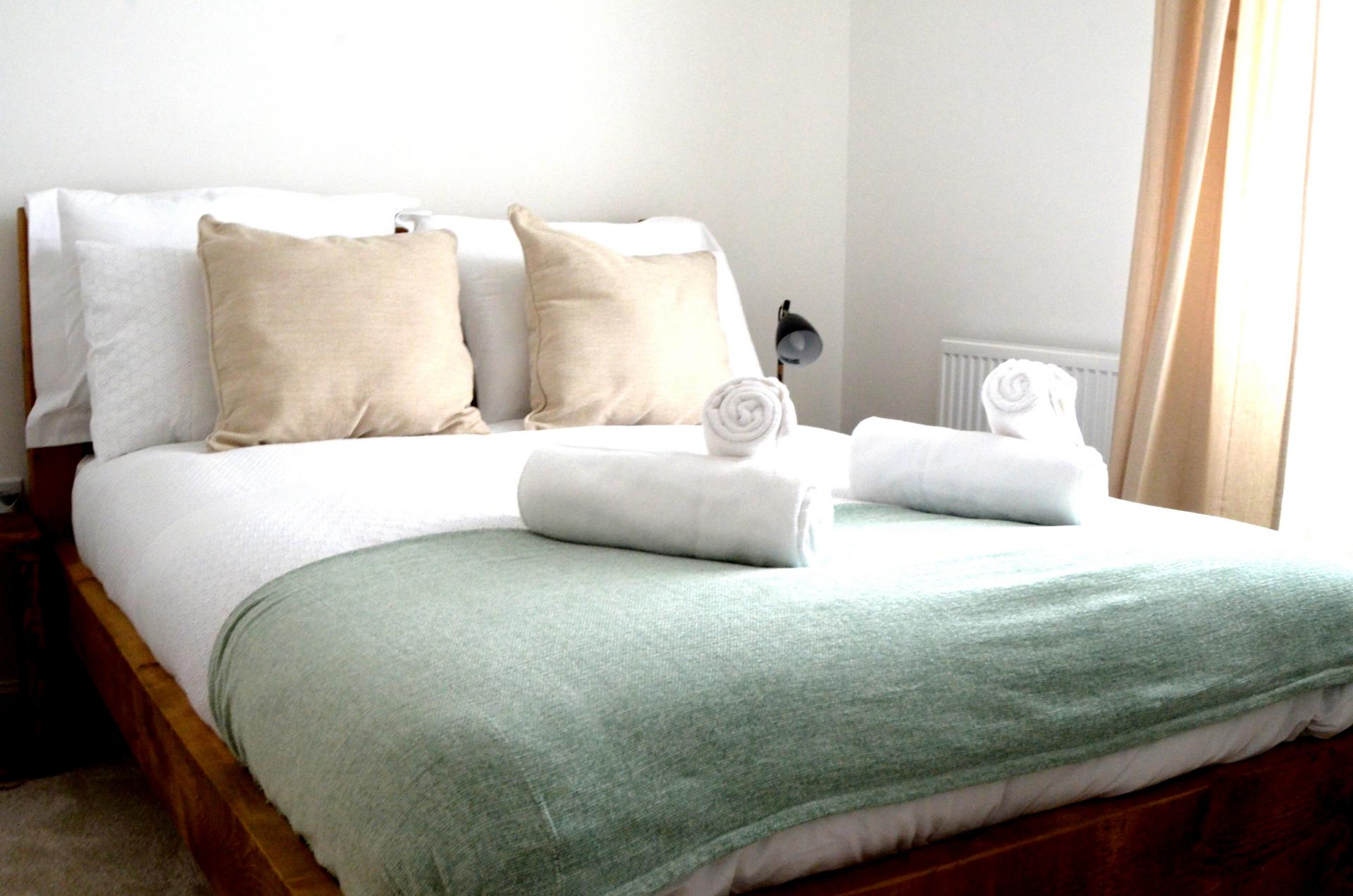 Bedroom at Rosso Close Apartments - Citybase Apartments
