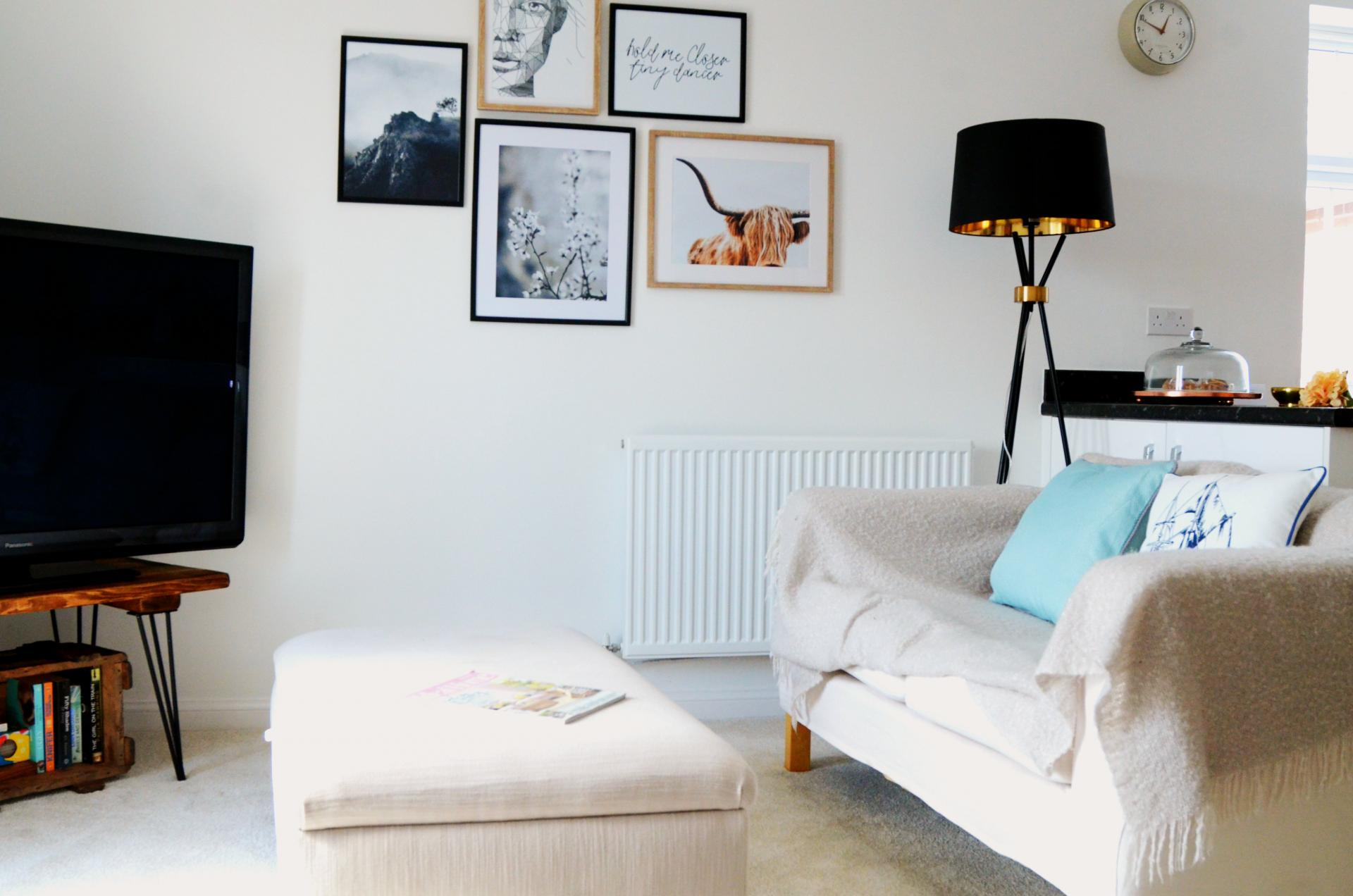 Living room at Rosso Close Apartments - Citybase Apartments
