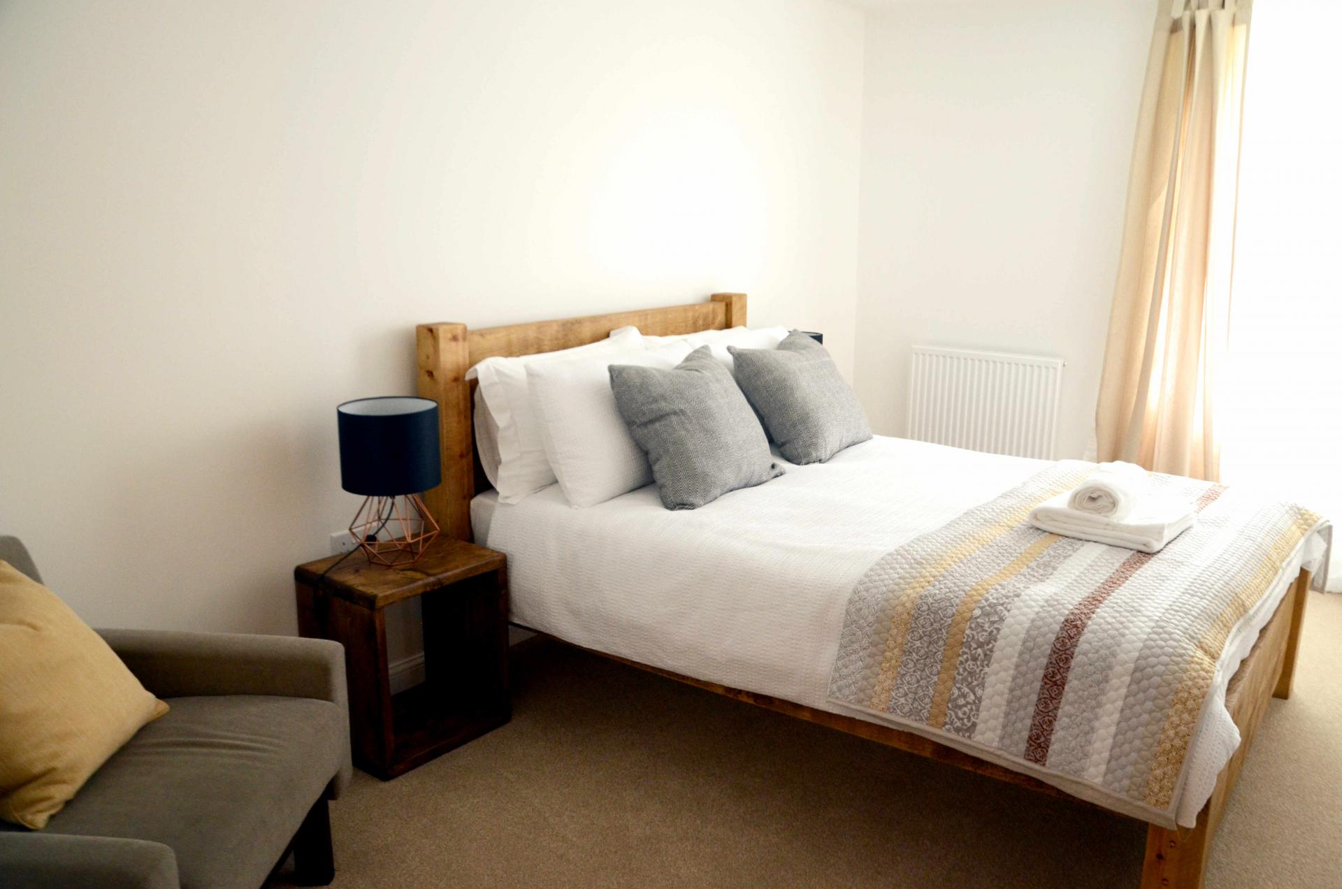 Cosy bedroom at Rosso Close Apartments - Citybase Apartments