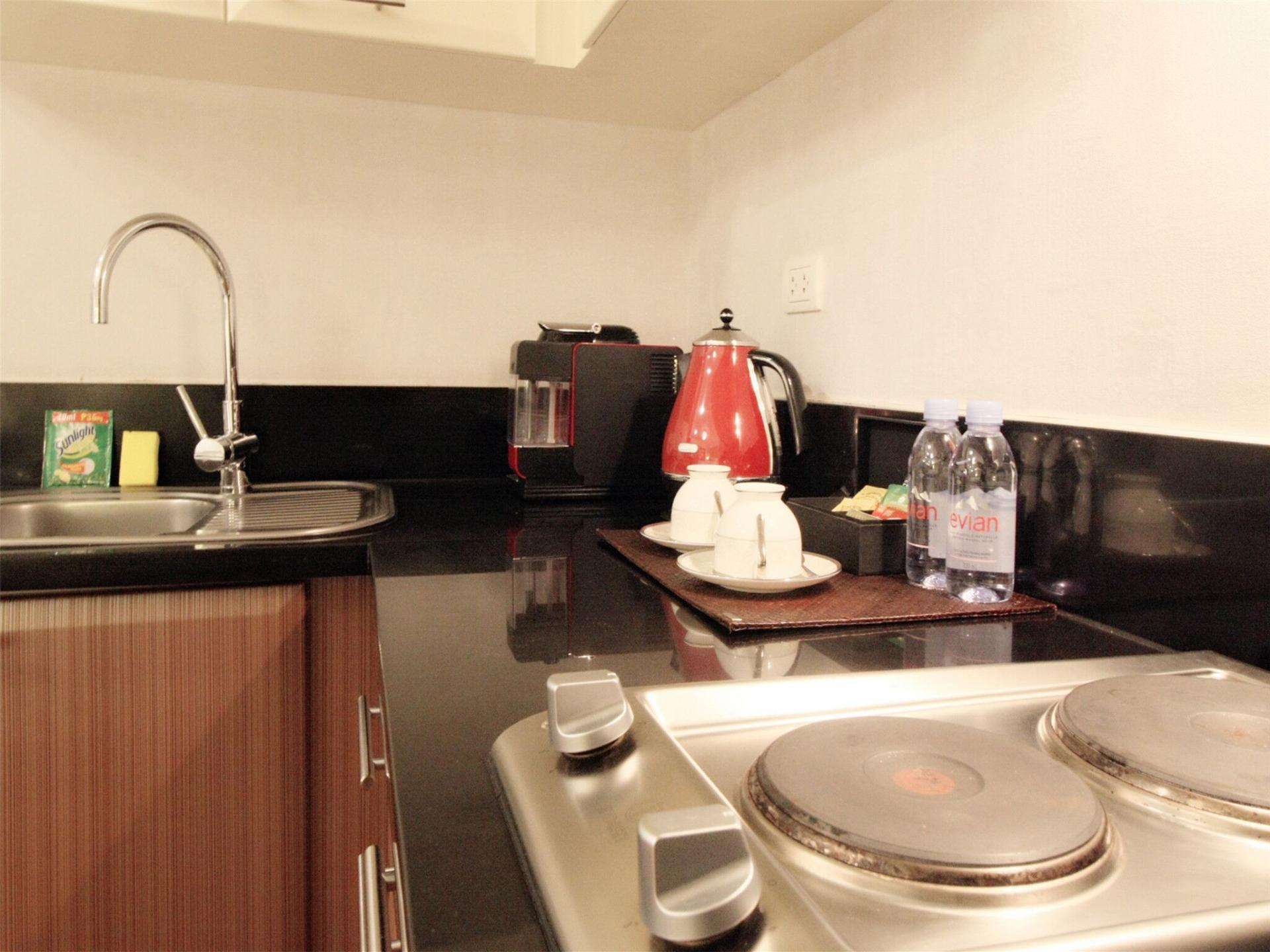 Kitchen at Alessandro Tower Apartments - Citybase Apartments