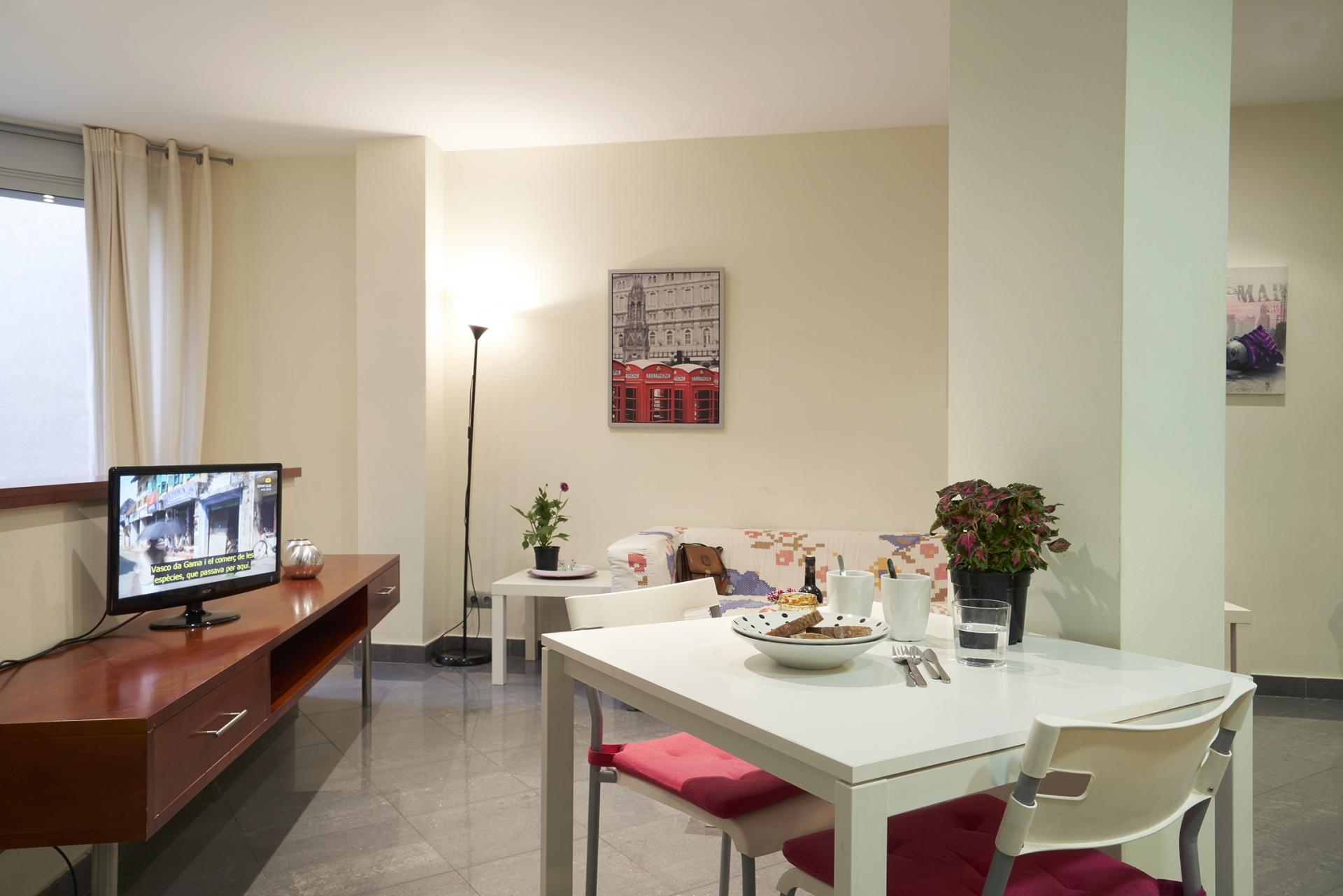 Dining table at Universidad Apartments - Citybase Apartments