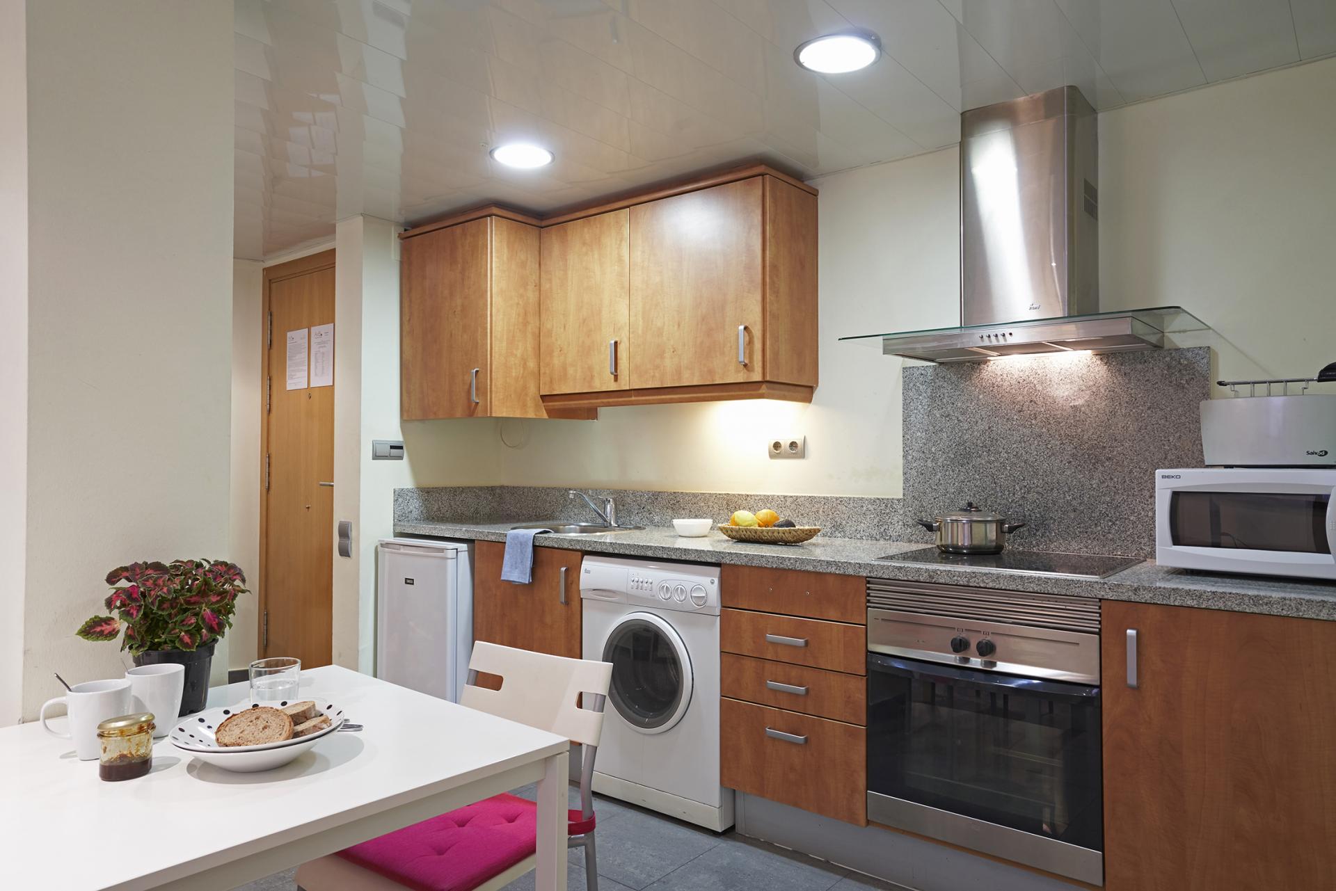 Oven at Universidad Apartments - Citybase Apartments
