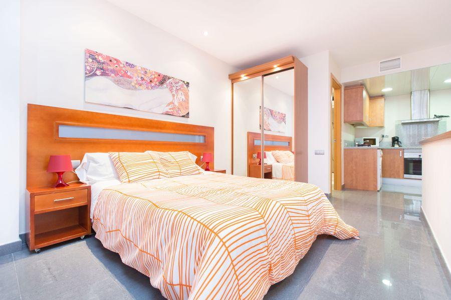 Bright room at Universidad Apartments - Citybase Apartments