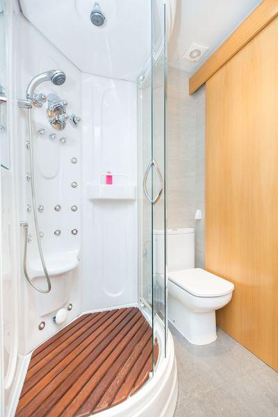 Shower  at Universidad Apartments - Citybase Apartments