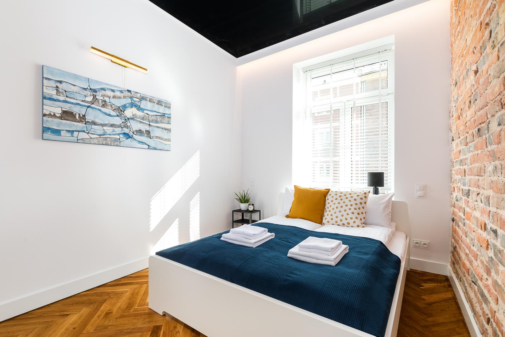Yellow at Wspolna Apartments - Citybase Apartments