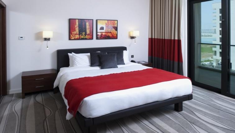 Large bedroom in Staybridge Suites Abu Dhabi - Yas Island - Citybase Apartments