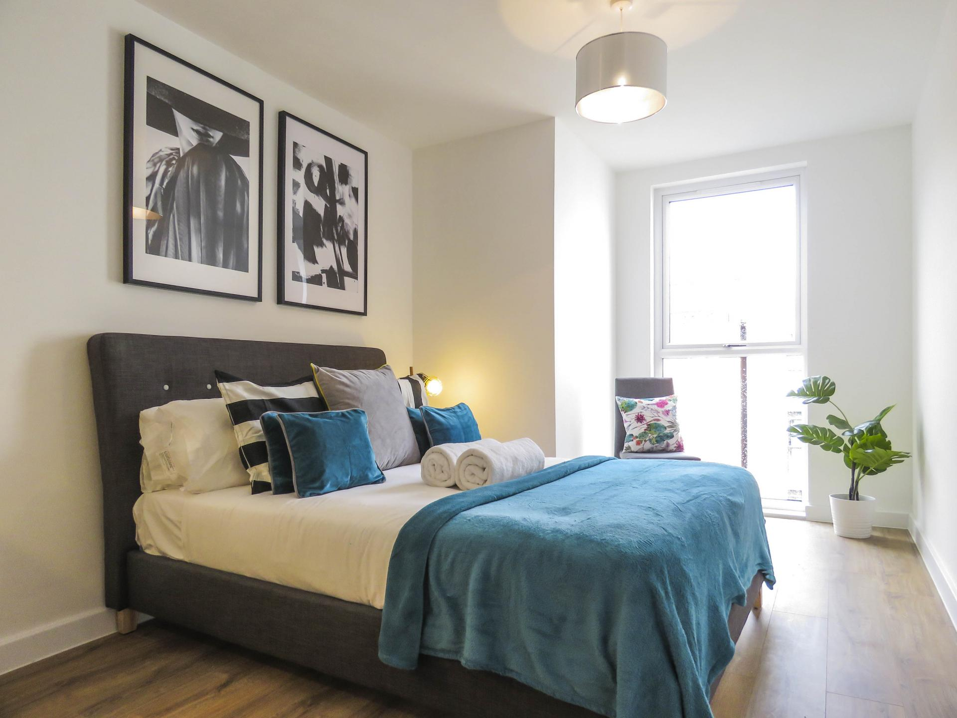 Double bed at Canal Side Serviced Apartments - Citybase Apartments