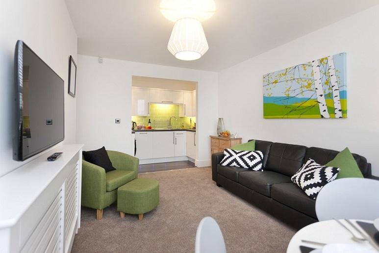 Living area at Bowling Green Apartments - Citybase Apartments