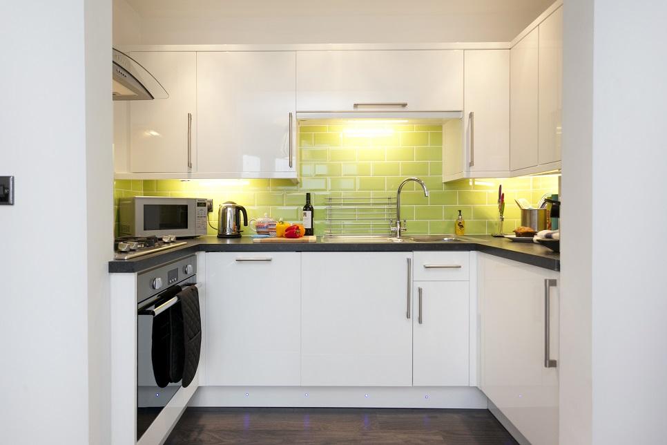 Kitchen at Bowling Green Apartments - Citybase Apartments