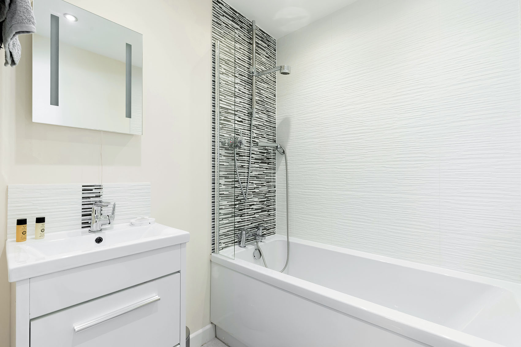 Modern bathroom at Apartment 1 Murray House - Citybase Apartments