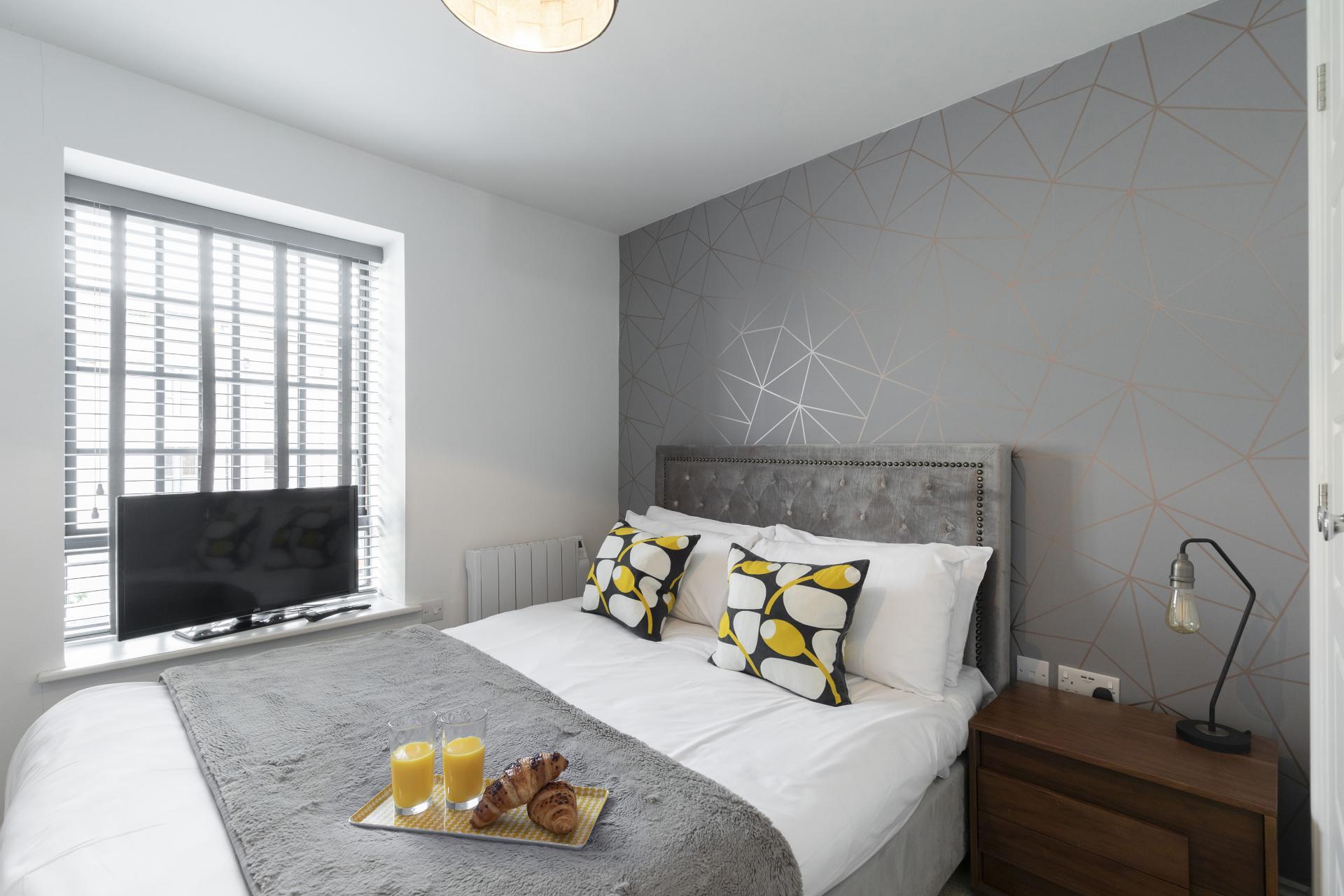 Bed at Axiom No. 8 Apartment - Citybase Apartments