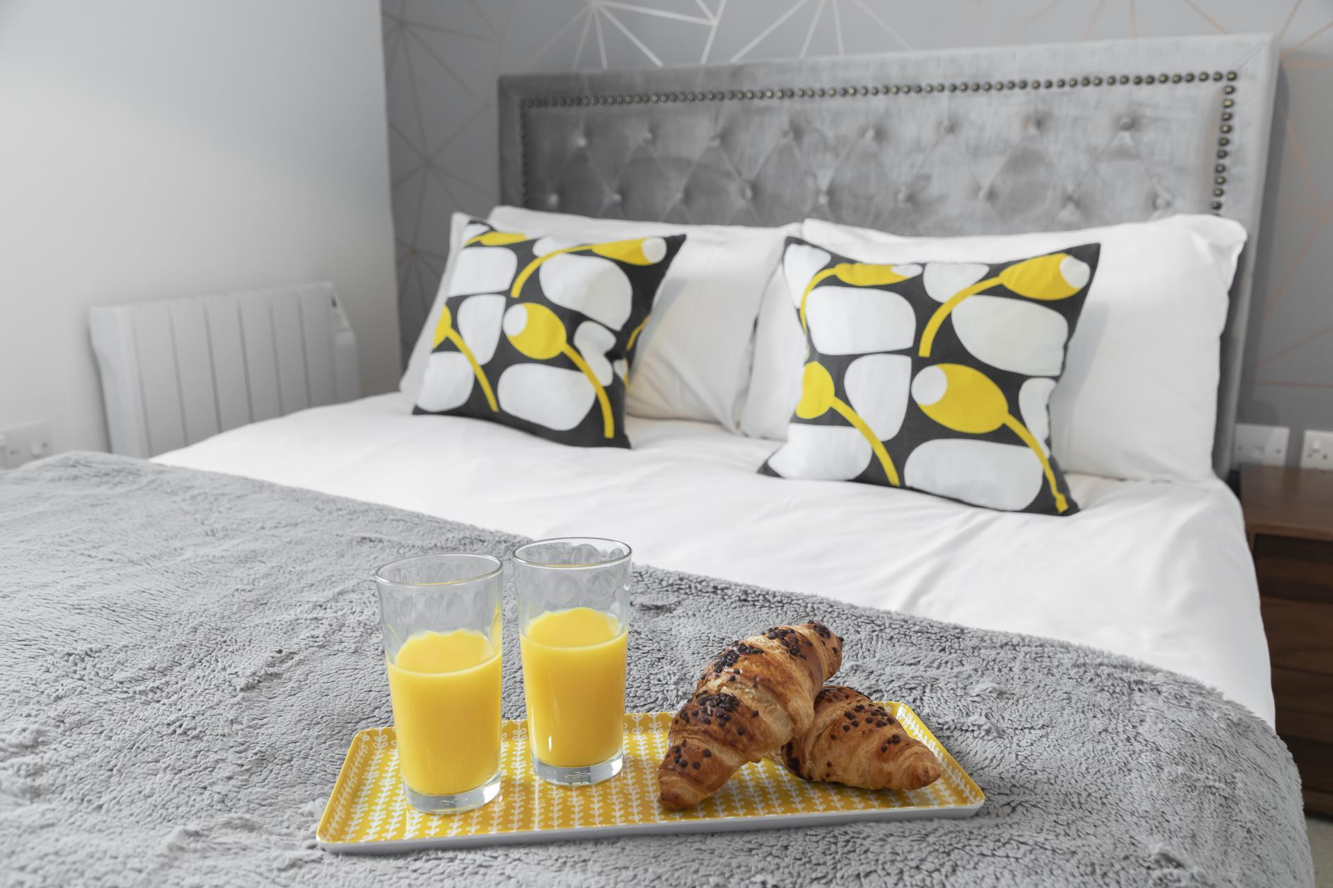 Double bed at Axiom No. 8 Apartment - Citybase Apartments