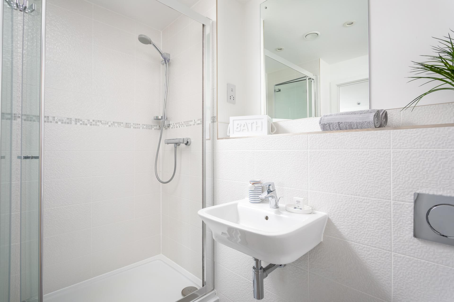 En suite at Prince Regent Mews Apartment - Citybase Apartments