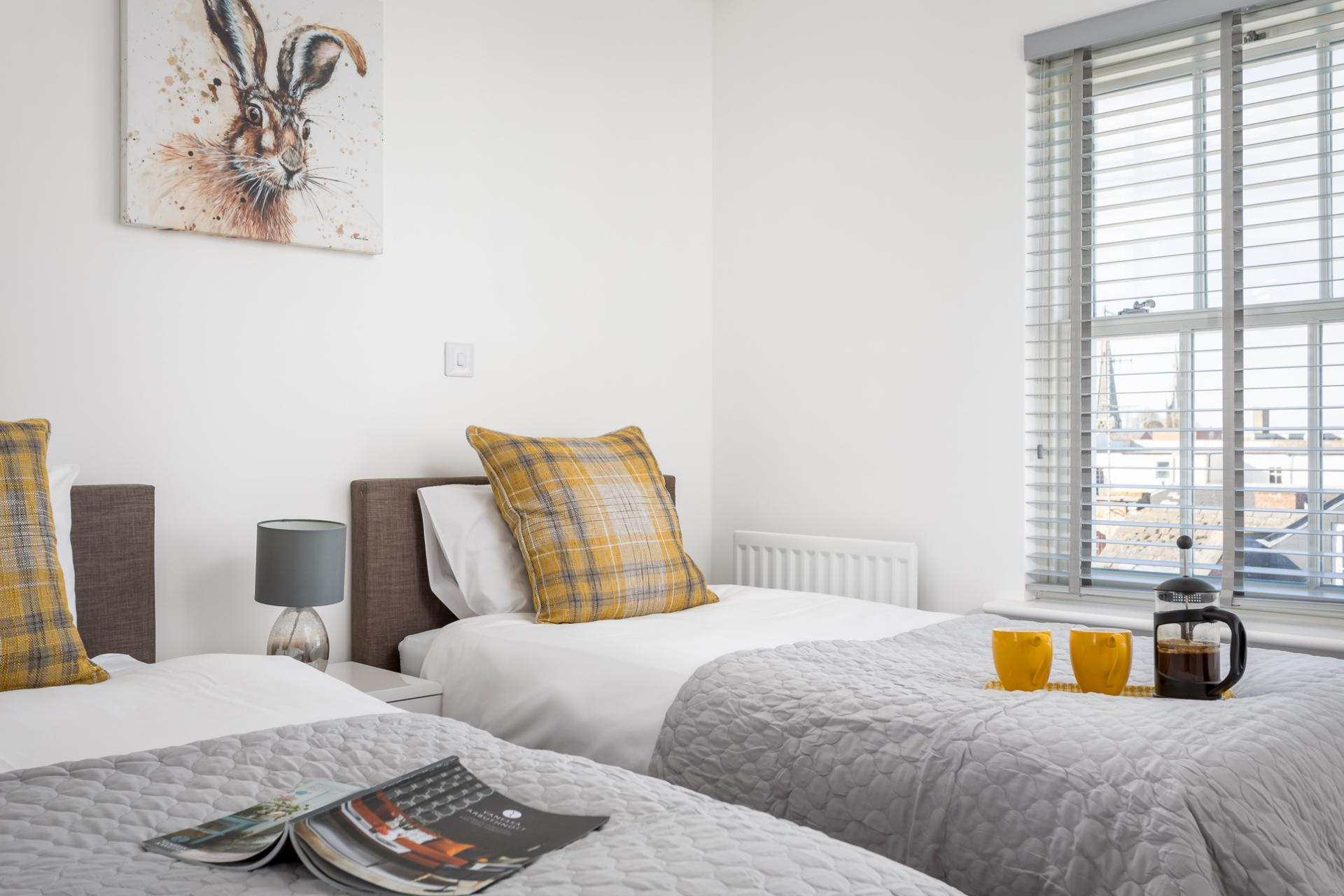 Twin bedroom at Prince Regent Mews Apartment - Citybase Apartments