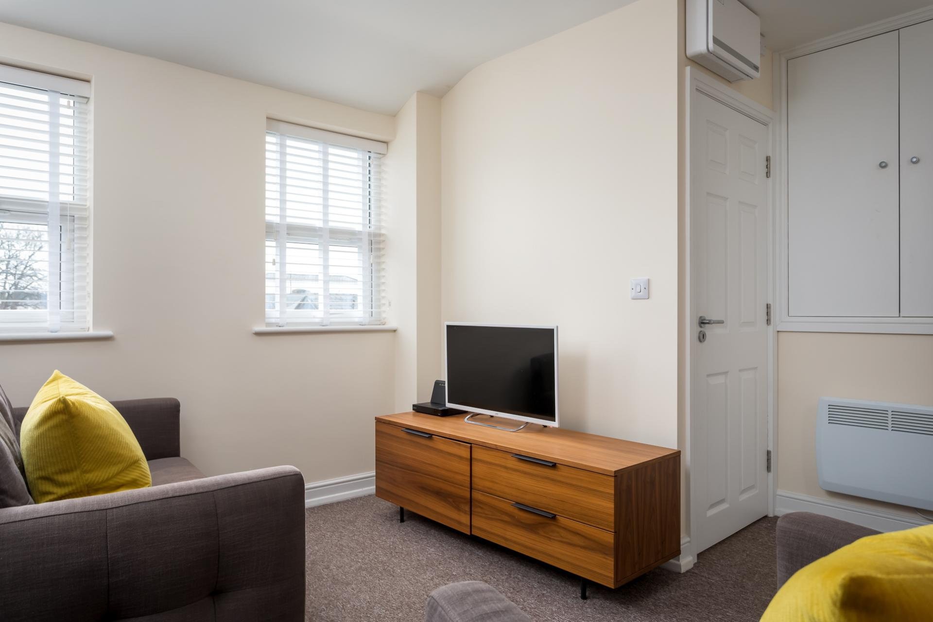 TV at High Street Serviced Apartment - Citybase Apartments