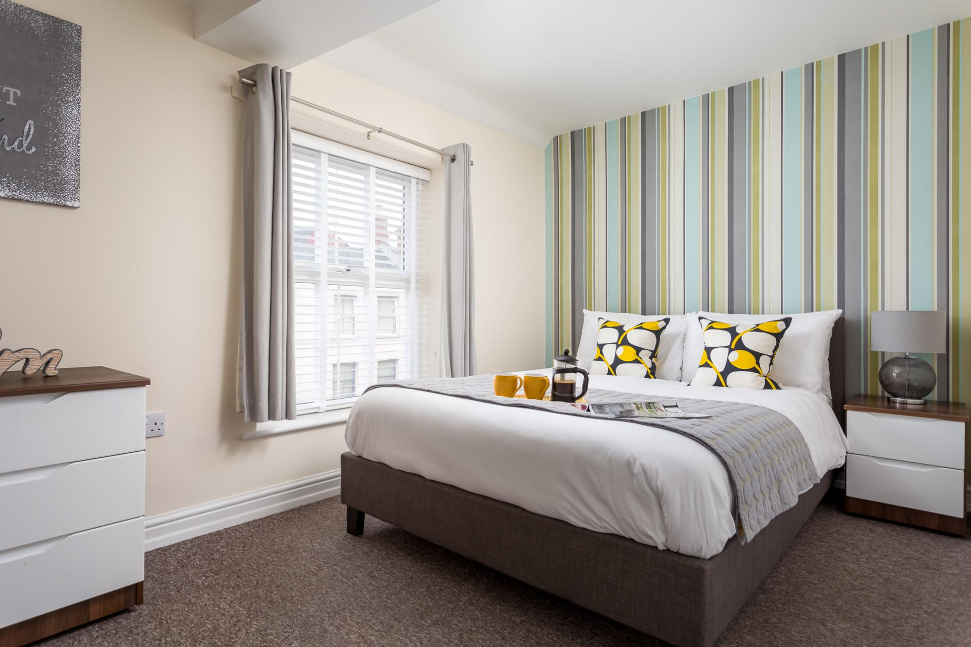 Double bed at High Street Serviced Apartment - Citybase Apartments