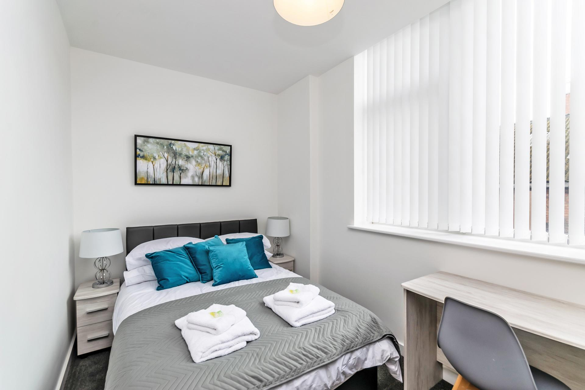 Modern bedroom at City Suites Apartments - Citybase Apartments