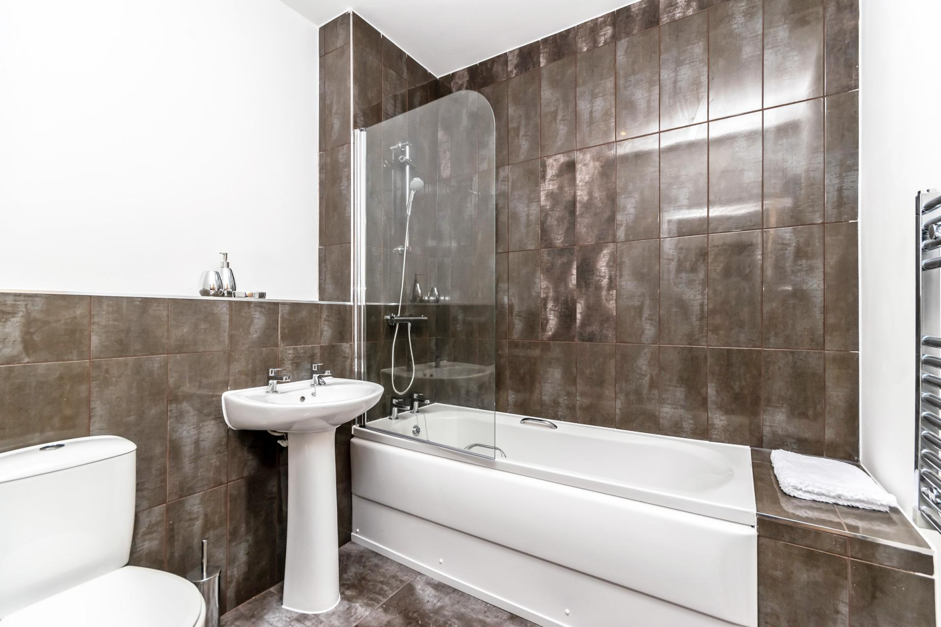 Bathroom at City Suites Apartments - Citybase Apartments