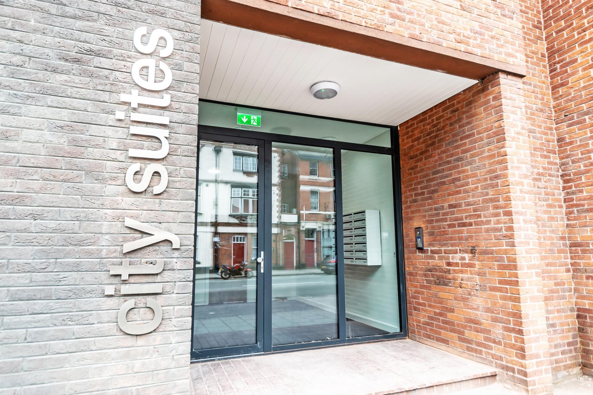 Entrance at City Suites Apartments - Citybase Apartments