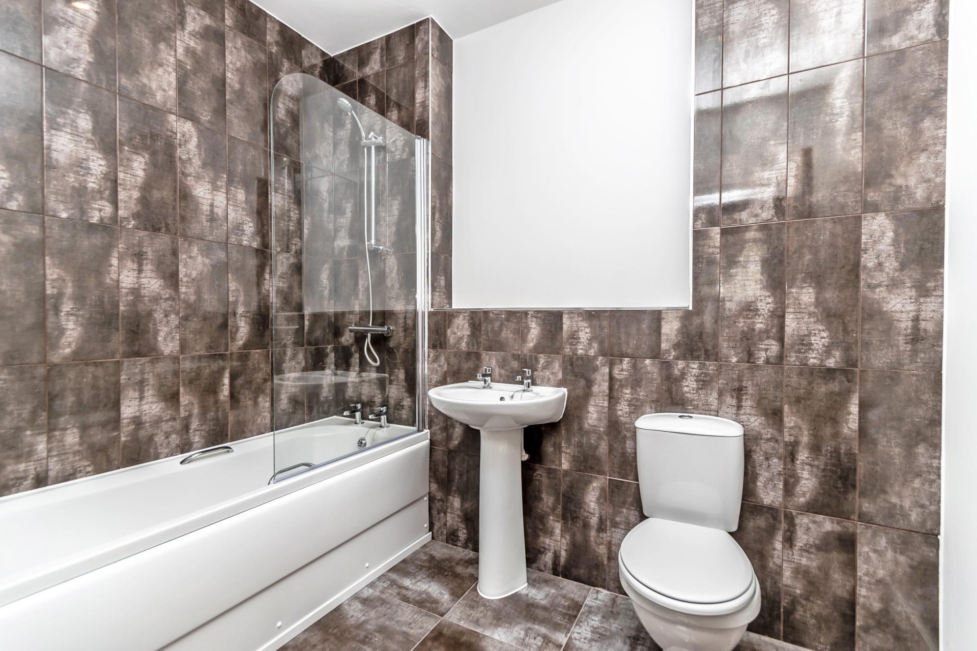 Bath at City Suites Apartments - Citybase Apartments