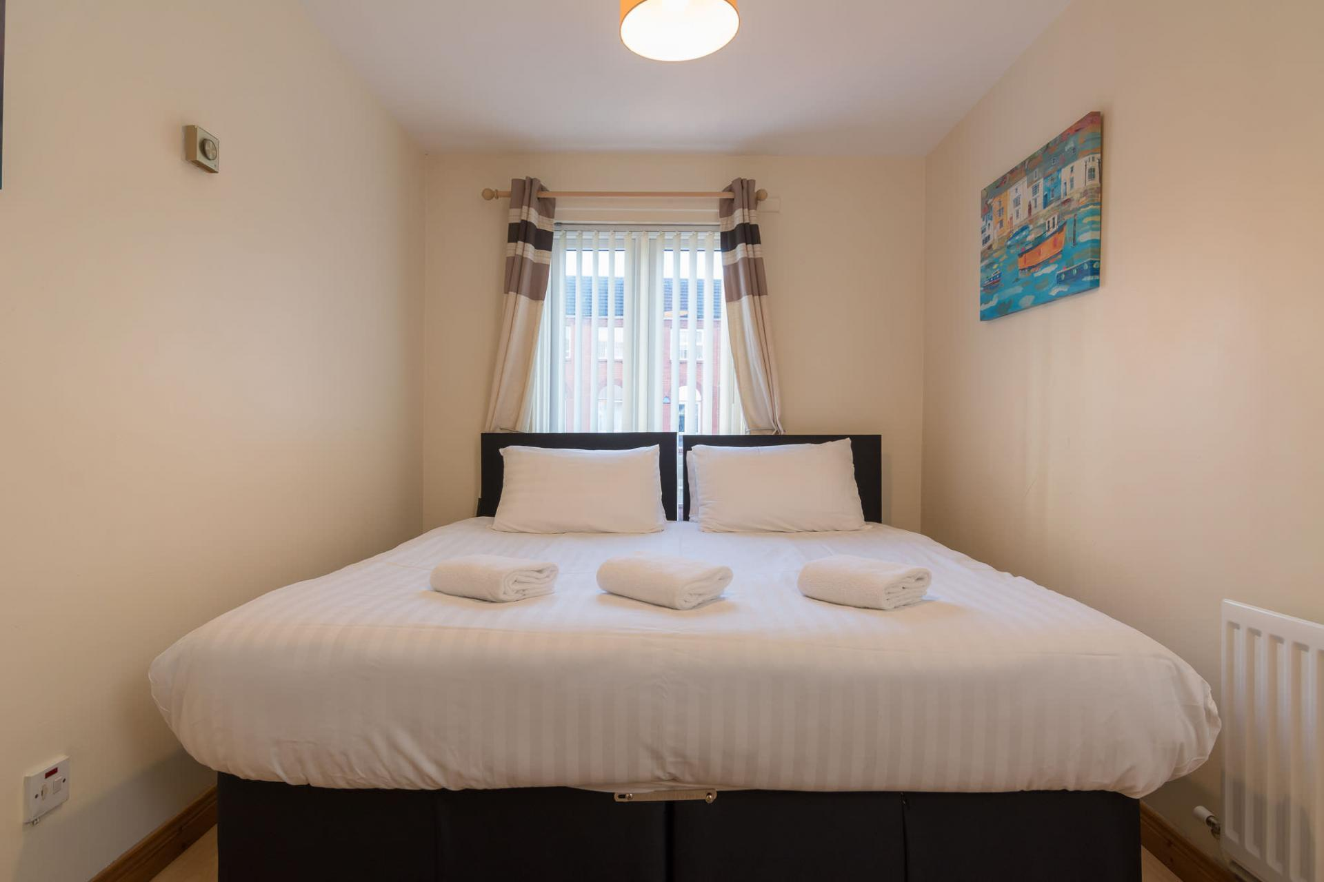 Zip and link beds at Ashburne Place Apartment - Citybase Apartments