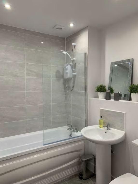 Bathroom at Barral Court Apartments - Citybase Apartments