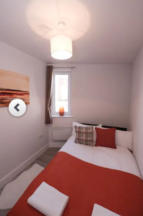 Cosy bedroom at Barall Court Apartments - Citybase Apartments