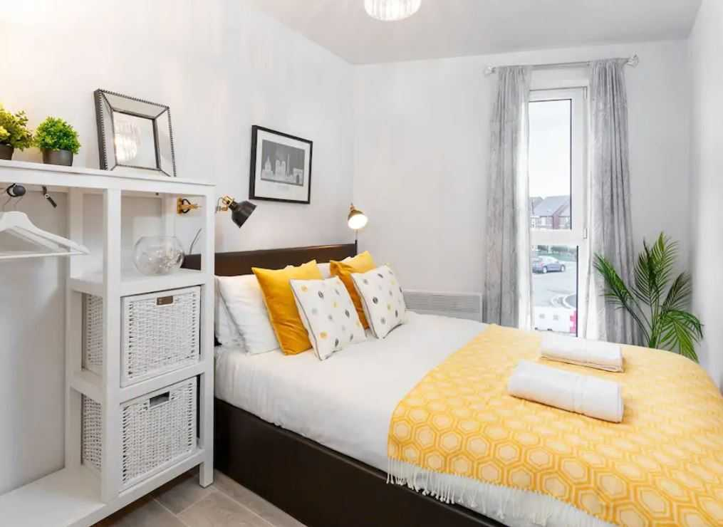 Stylish bedroom at Barall Court Apartments - Citybase Apartments