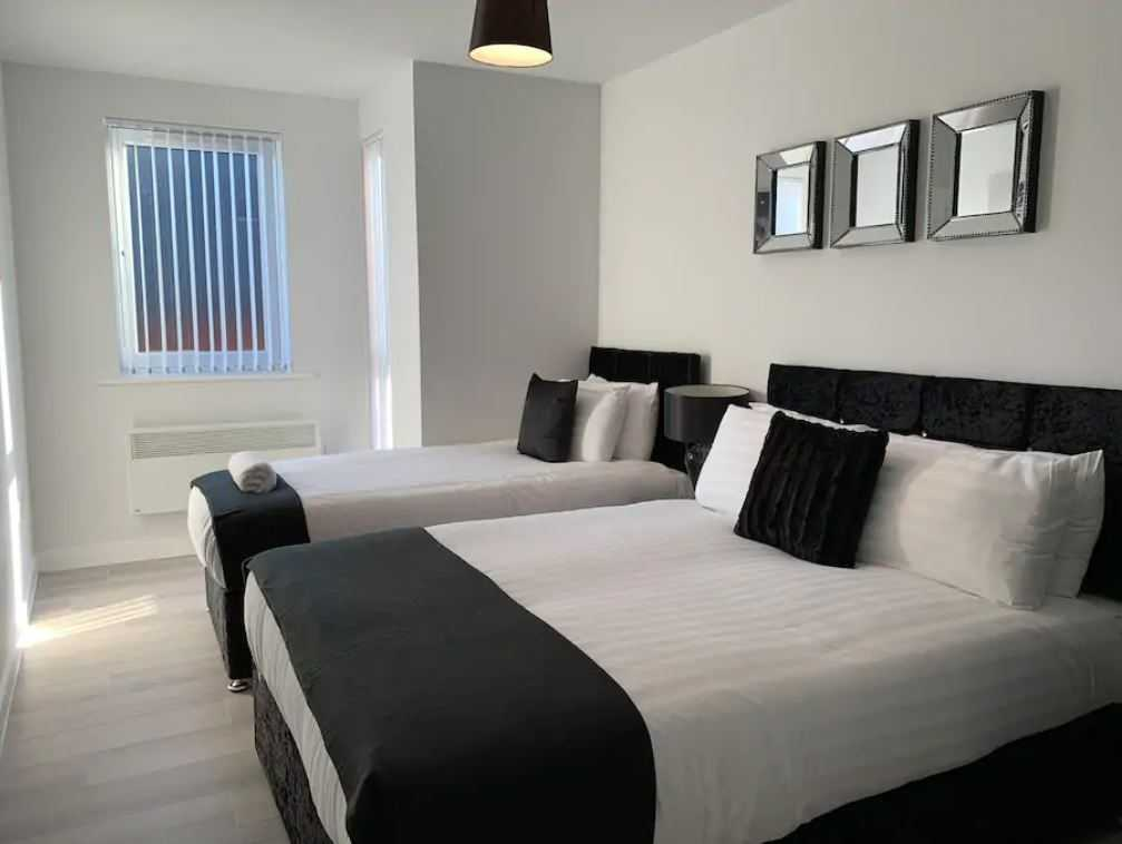 Large bedroom at Barall Court Apartments - Citybase Apartments