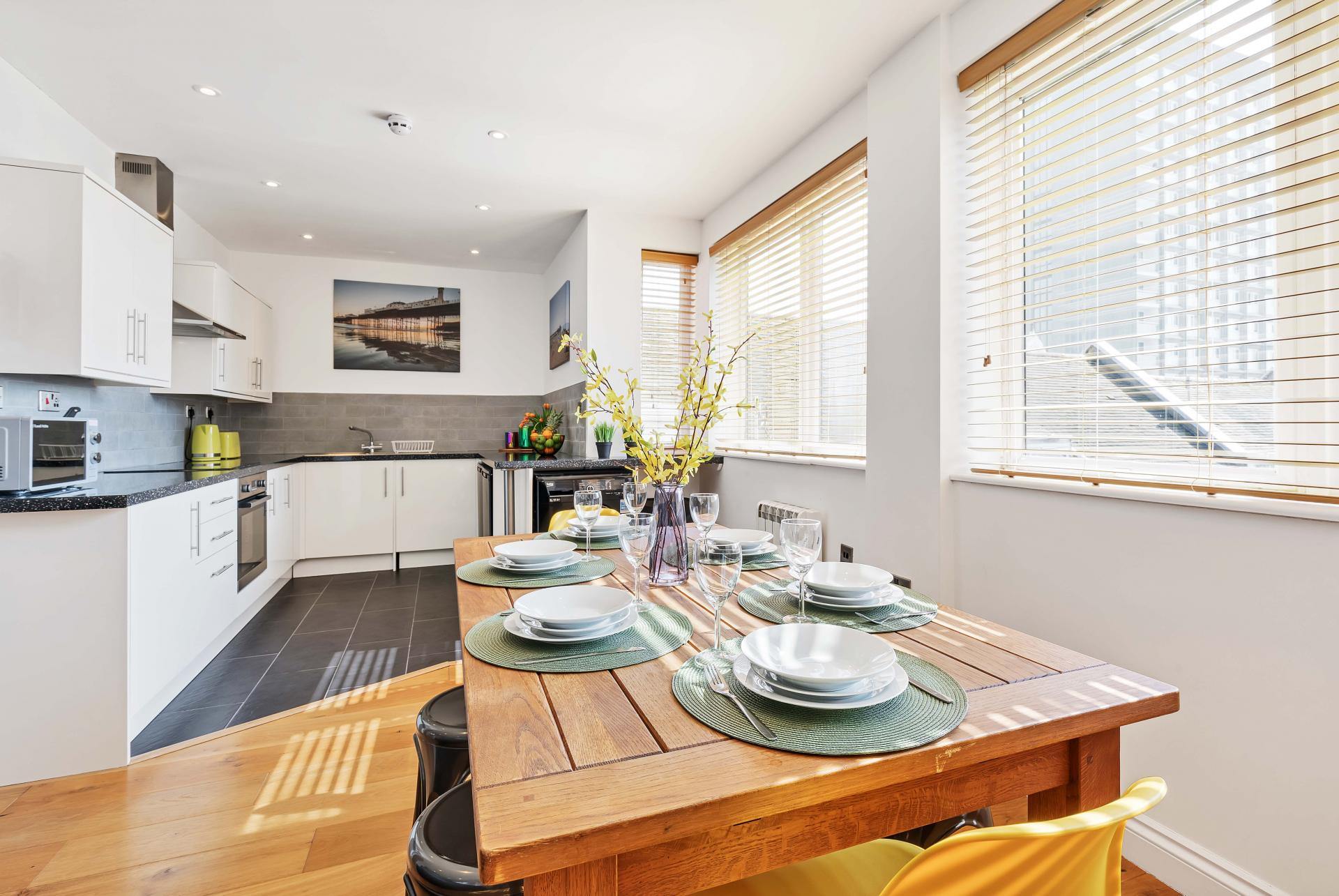 Dining table at Seaview Heights - Citybase Apartments