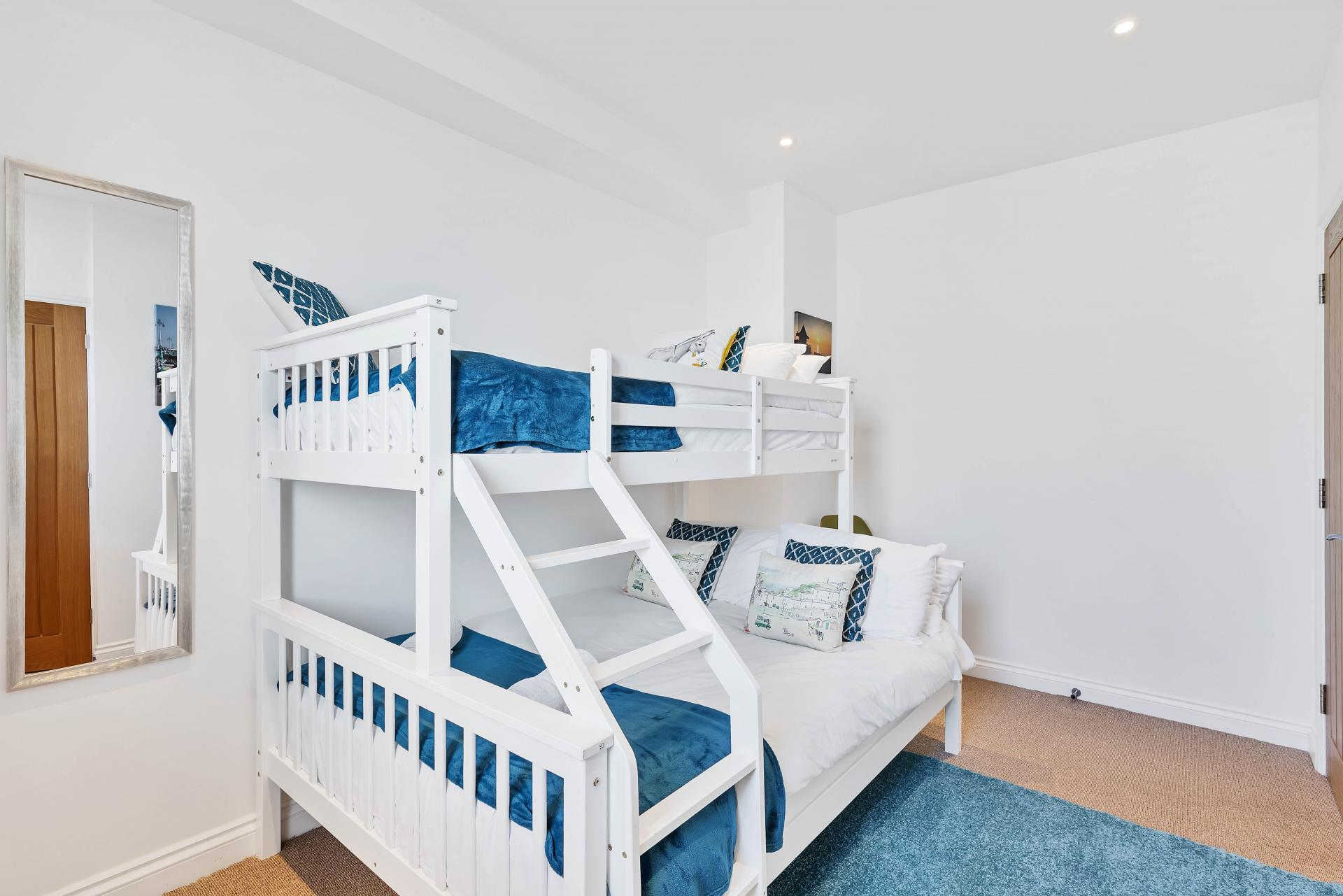Bunk bedroom at Seaview Heights - Citybase Apartments