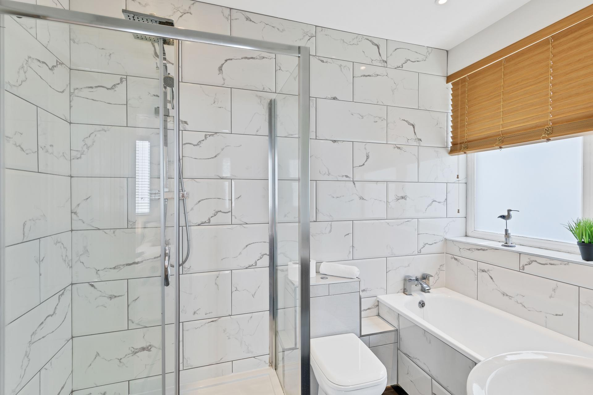 En-suite at Seaview Heights - Citybase Apartments