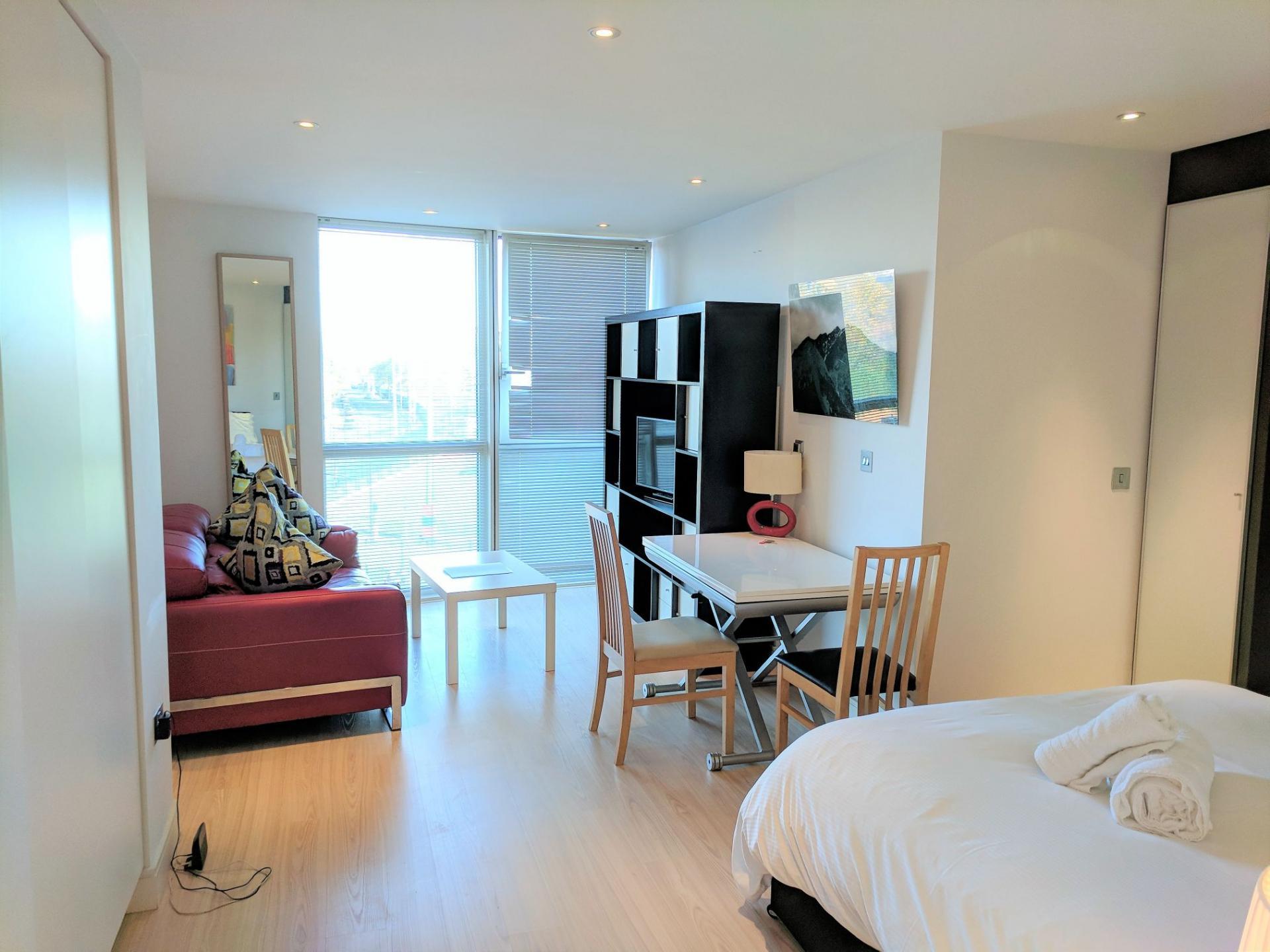 Large studio at Gunwharf Quays Serviced Apartments - Citybase Apartments