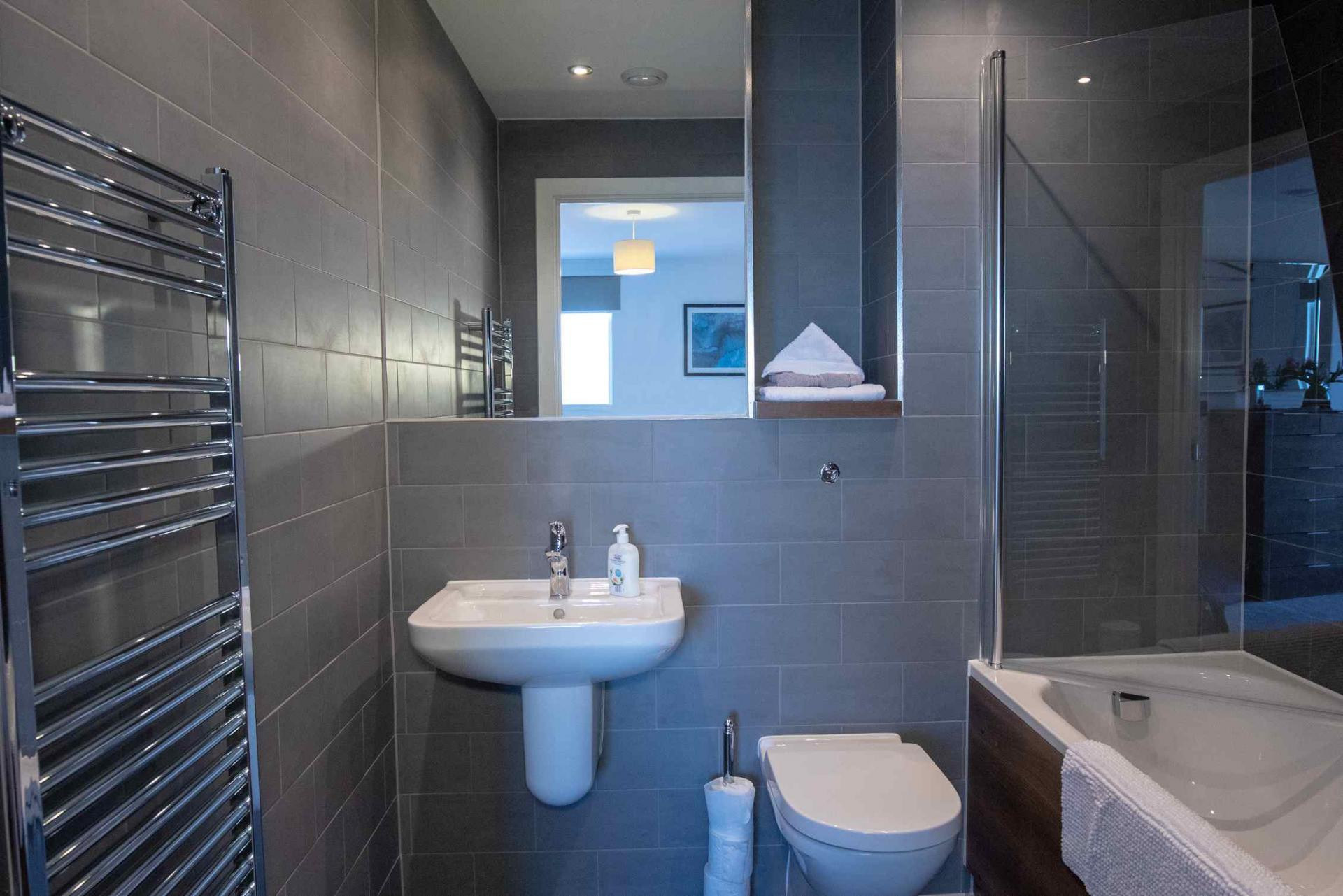 Main bathroom at Manchester Greengate Apartments - Citybase Apartments