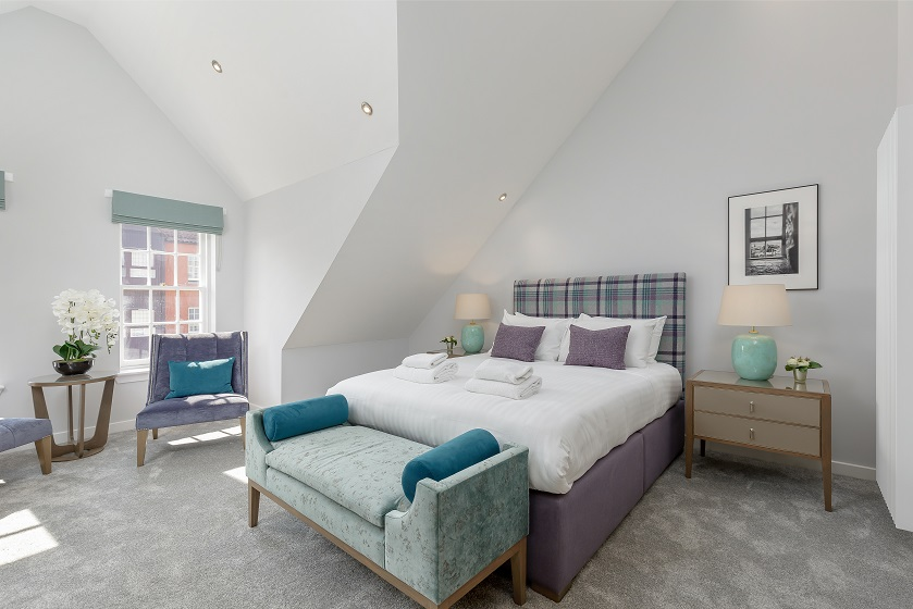 Large bedroom at Royal Mile Residence Apartments - Citybase Apartments