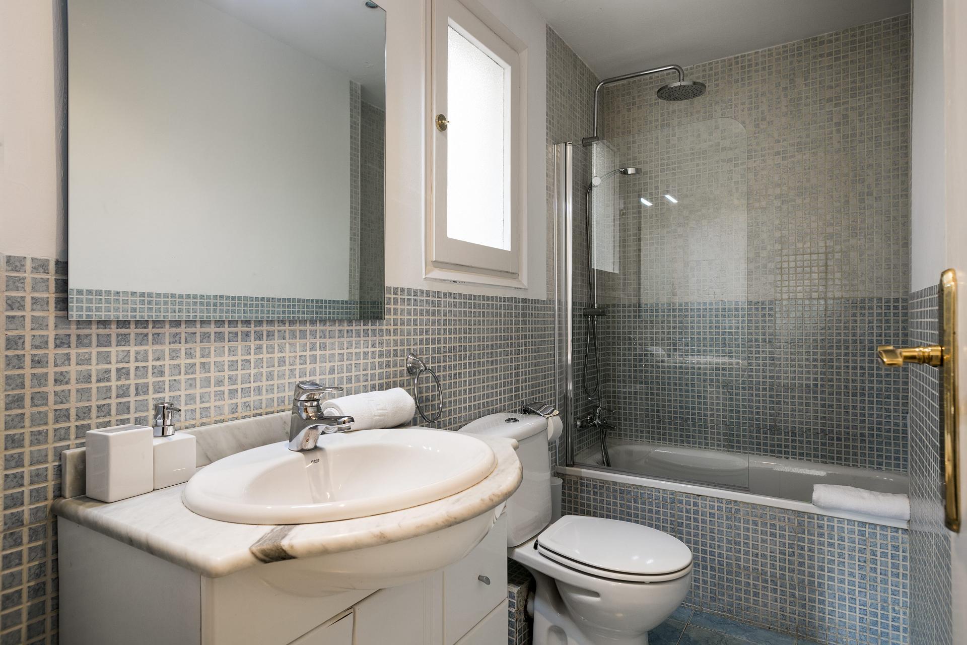 Modern bathroom at Sunny Serviced Apartments, Eixample, Barcelona - Citybase Apartments