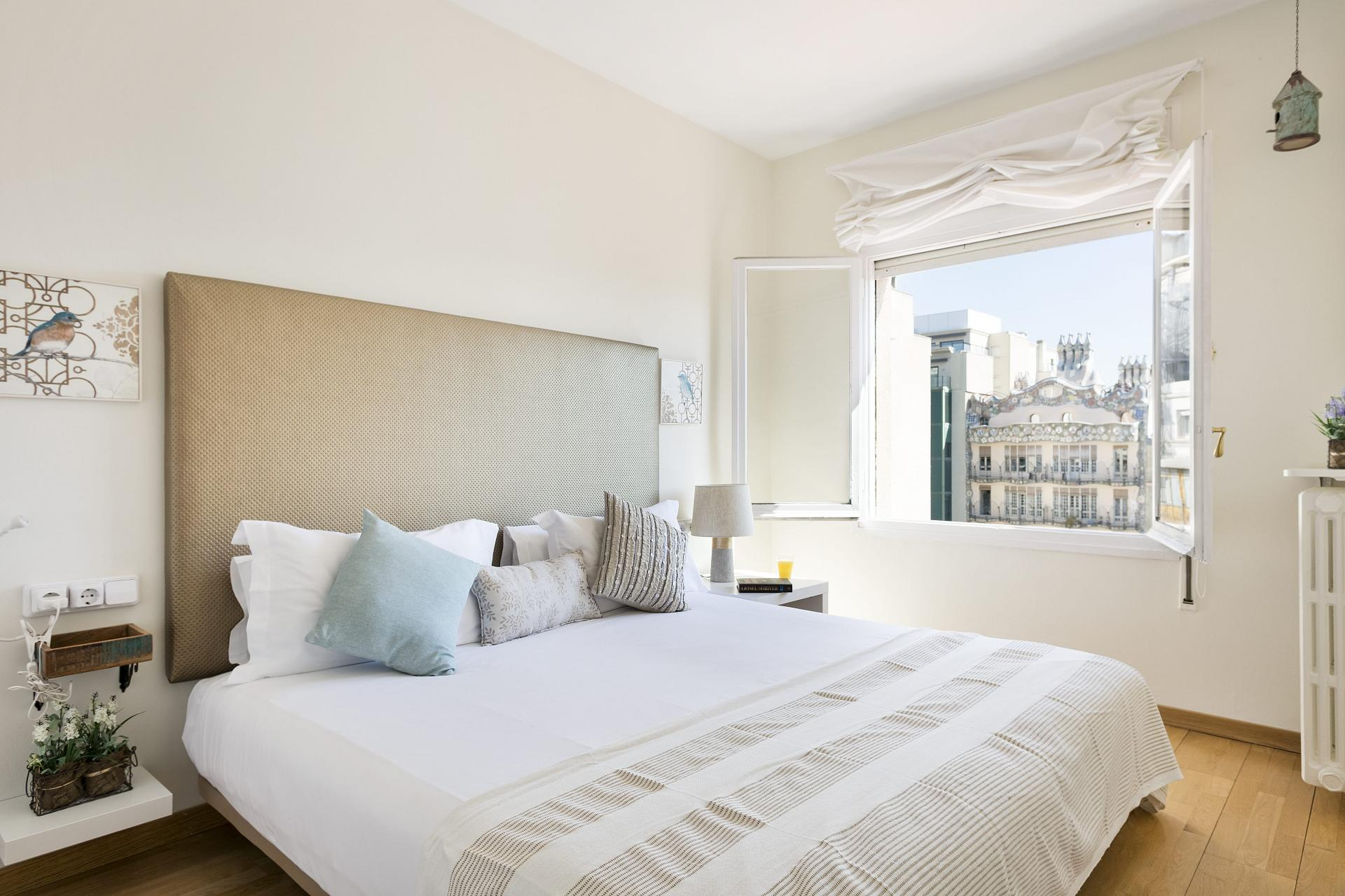 Comfy bed at Sunny Serviced Apartments, Eixample, Barcelona - Citybase Apartments