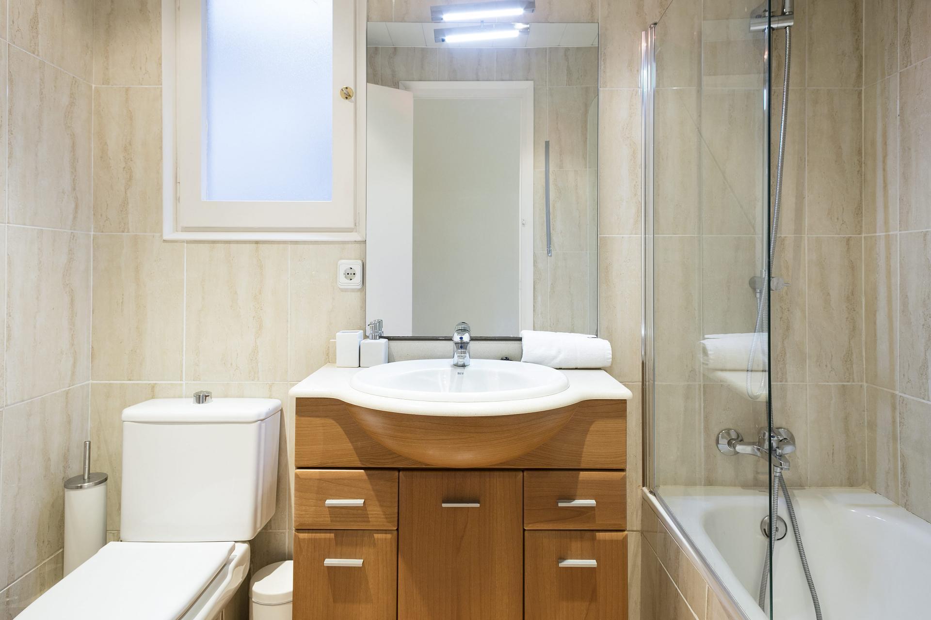 Bathroom at Sunny Serviced Apartments, Eixample, Barcelona - Citybase Apartments