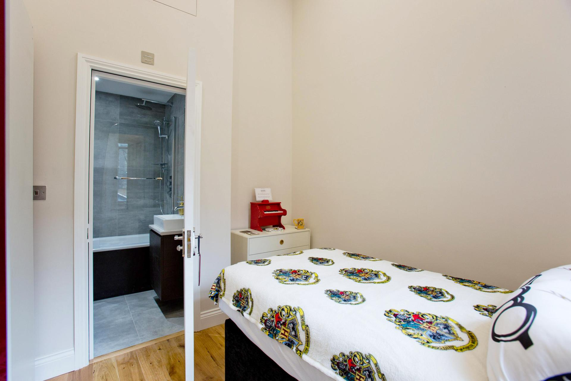 Single bed at Cromwell Road Serviced Apartments - Citybase Apartments
