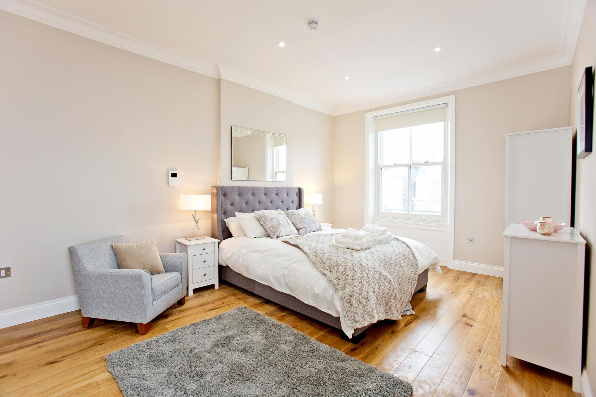 Spacious bedroom at Cromwell Road Serviced Apartments - Citybase Apartments