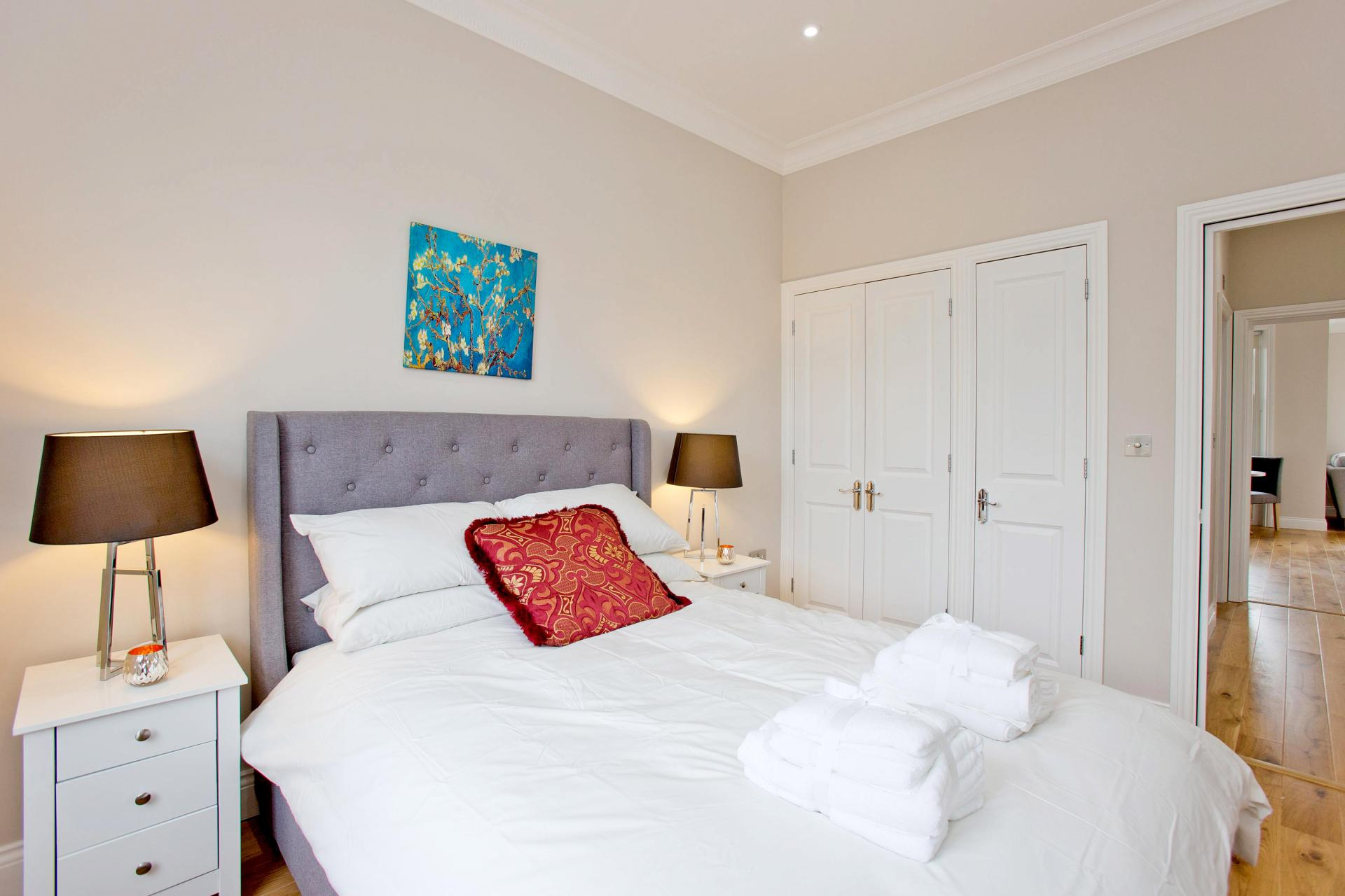 Large bed at Cromwell Road Serviced Apartments - Citybase Apartments
