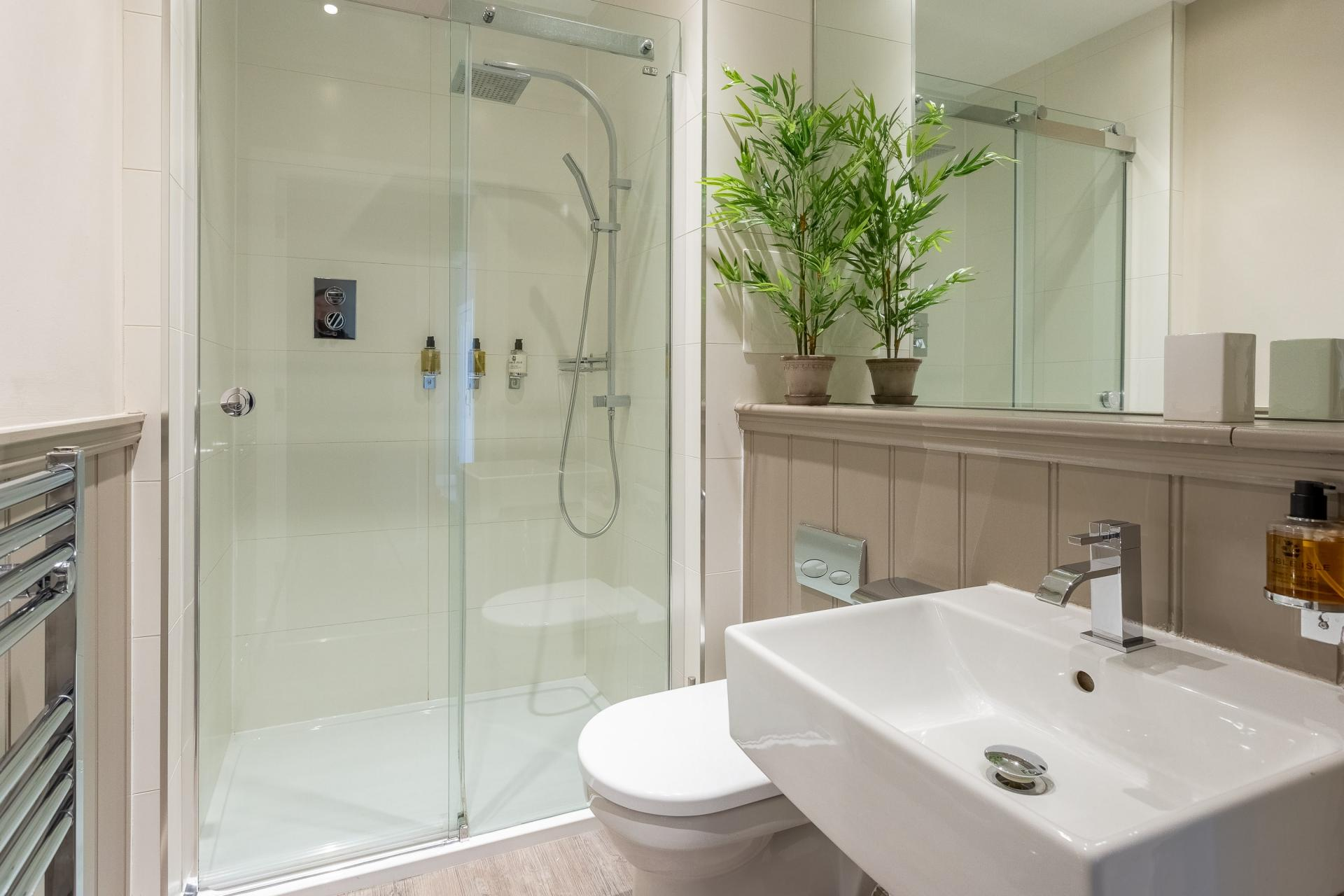 Shower at No.1 Apartments - George IV Bridge Apartments - Citybase Apartments