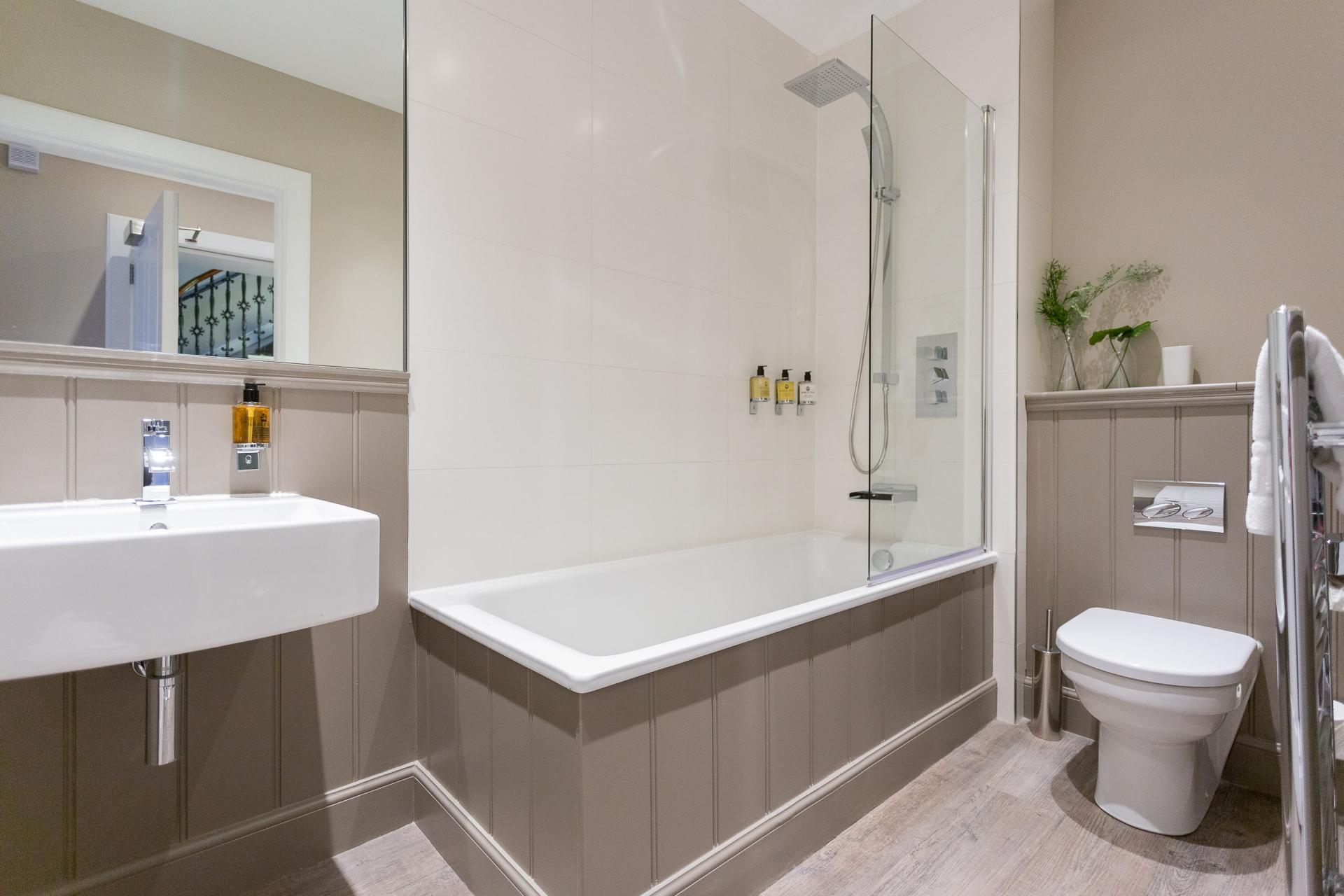 Bathroom at No.1 Apartments - George IV Bridge Apartments - Citybase Apartments