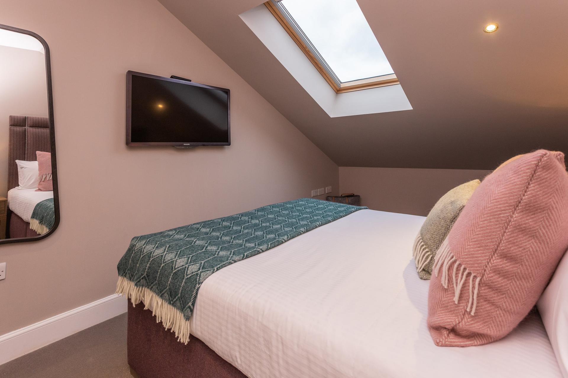 Snug bedroom at No.1 Apartments - George IV Bridge Apartments - Citybase Apartments