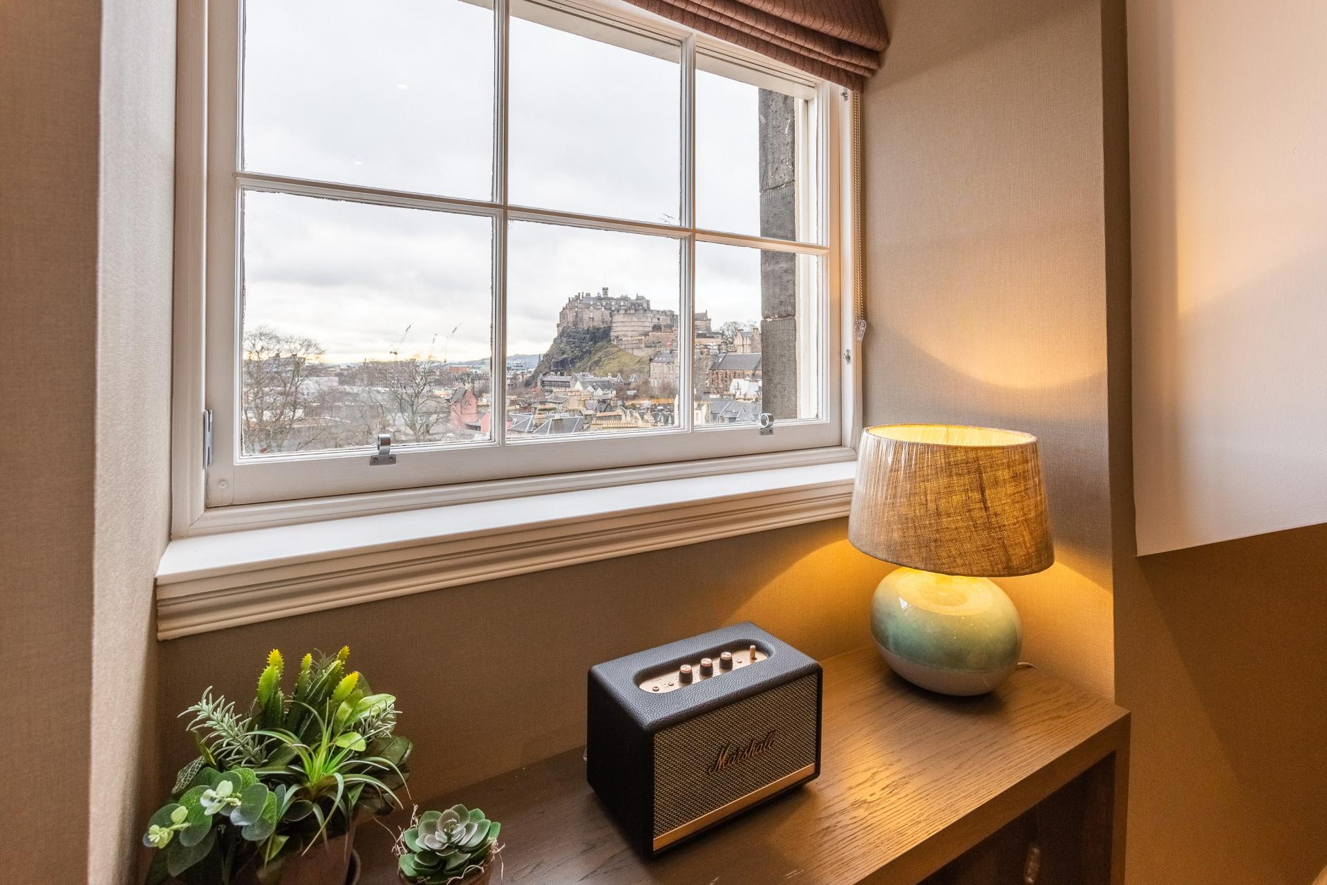 View of castle at No.1 Apartments - George IV Bridge Apartments - Citybase Apartments