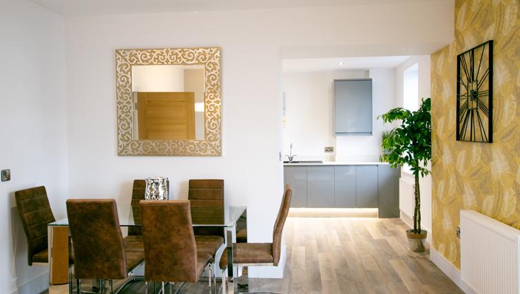 Dining table at Rowan Tree Apartments - Citybase Apartments