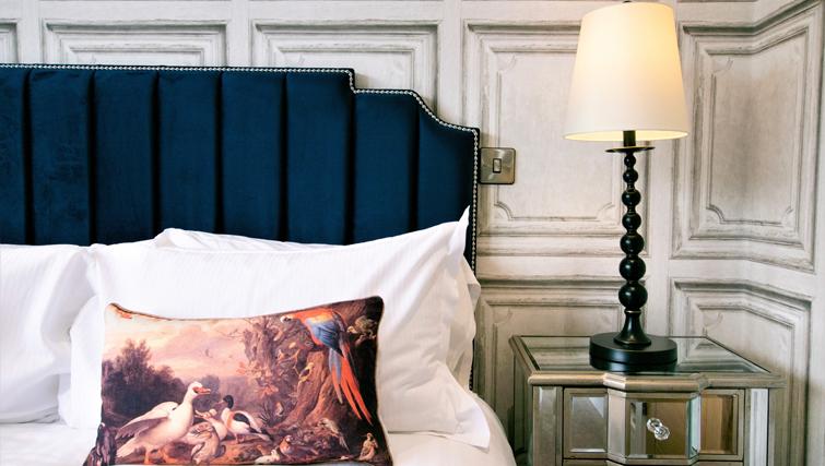 Stylish bed at Rowan Tree Apartments - Citybase Apartments