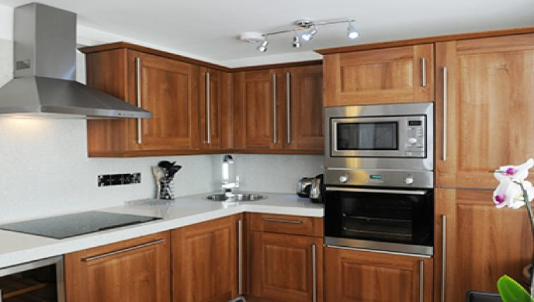 Traditional kitchen in Romeland Apartments - Citybase Apartments