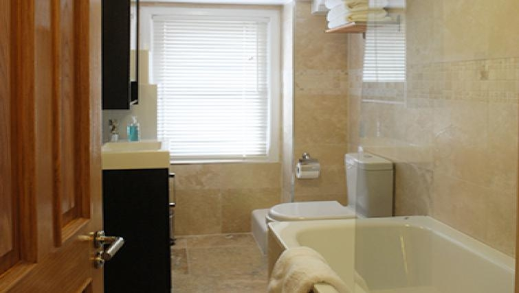 Modern bathroom in Romeland Apartments - Citybase Apartments
