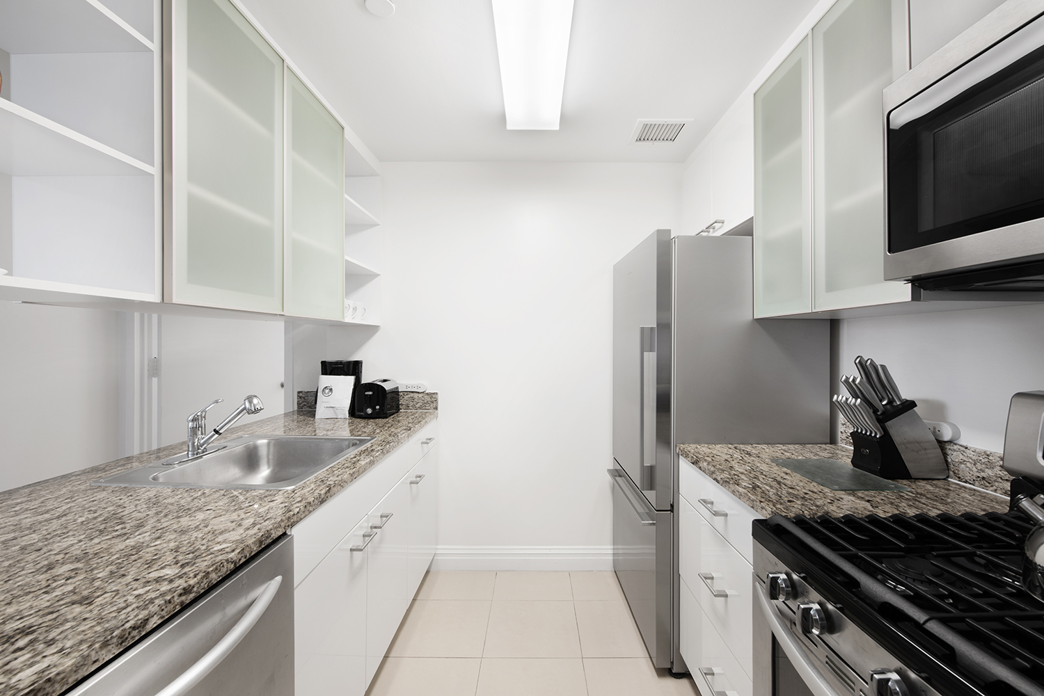 Kitchen at Tribeca Green Corporate Housing - Citybase Apartments